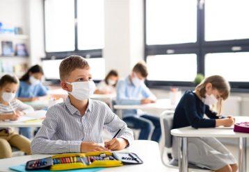 """Παιδίατρος: """"Κυρία Κεραμέως, σκοπεύετε και η φετινή σχολική χρονιά να κυλήσει με μασκα, τηλεκπαίδευση και φιλοτιμο;"""""""