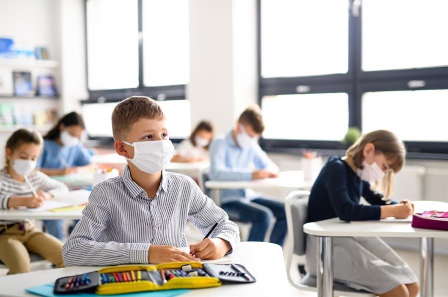 """Παιδίατρος: """"Κυρία Κεραμέως, σκοπεύετε και η φετινή σχολική χρονιά να κυλήσει με μάσκα, τηλεκπαίδευση και φιλοτιμο;"""""""