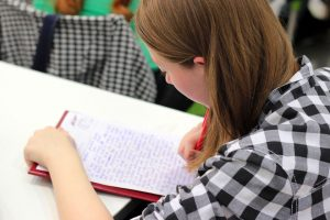Επιστολή μαθήτριας στην Κεραμέως: «Μου στερήσατε το όνειρο. Mε 19.987 μόρια μένω εκτός σχολής»