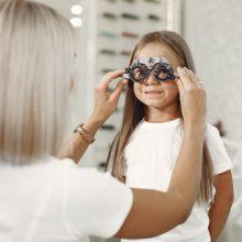 Πώς θα καταλάβετε αν έχουν πρόβλημα τα μάτια των παιδιών σας