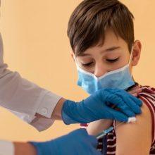 Παιδίατρος: «Τα παιδιά να εμβολιαστούν για να πάνε προστατευμένα στο σχολείο, να μην χάσουν τα μαθήματά τους»