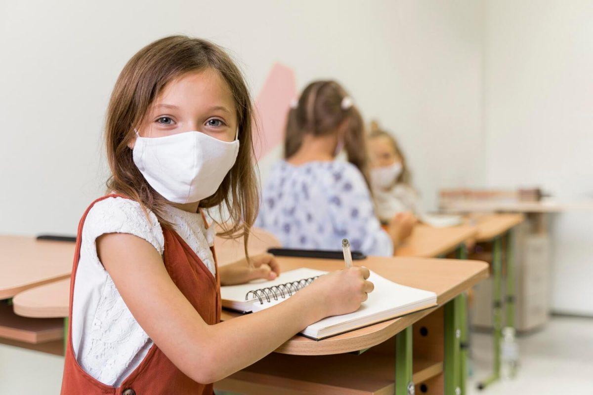 Ισπανία: Υποχρεωτική η μάσκα στα σχολεία – Η αλλαγή στις αποστάσεις μεταξύ των θρανίων