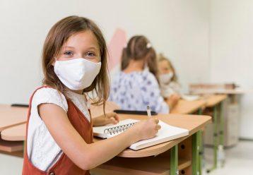 Υποχρεωτική η μάσκα στα σχολεία και τη νέα σχολική χρονιά στην Ισπανία