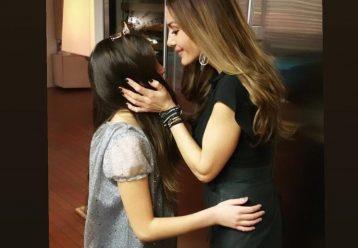 Μελίνα Νικολαΐδη: Συγκινεί η κόρη της Δέσποινας Βανδή στη γιορτή της μητέρα της