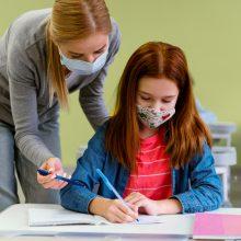 """Δάσκαλοι στις ΗΠΑ: """"Υποχρεωτικός ο εμβολιασμός μας για την προστασία των μαθητών μας!"""""""