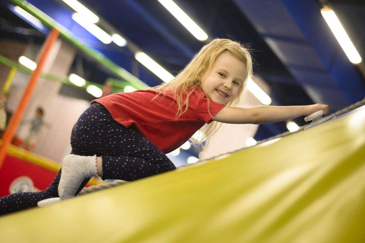 Ανοίγουν οι παιδότοποι που έχουν εσωτερικό χώρο - Τα μέτρα που θα ισχύσουν για να παίξουν τα παιδιά