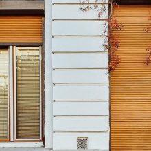 Σε αυτές τις περιοχές πρέπει να κλείσουν ΕΡΜΗΤΙΚΑ οι πολίτες πόρτες και παράθυρα