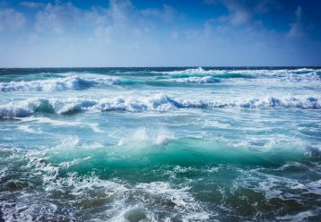 Κρήτη: Αγωνία για τον 10χρονο που παρασύρθηκε από τα κύματα