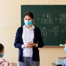 """Μακρή: """"Οι ανεμβολίαστοι εκπαιδευτικοί θα πληρώνουν από την τσέπη τους τα τεστ"""" - Τι θα ισχύσει φέτος στην τηλεκπαίδευση"""