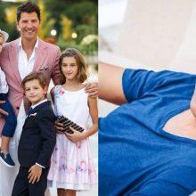 O Σάκης Ρουβάς έπαιξε μπουγέλο με τα παιδιά του και το διασκέδασε - Tο video που έχει γίνει viral