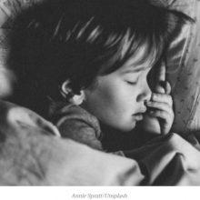 """Την ώρα που εσύ κοιμόσουν εγώ σκεφτόμουν: """"Σε αγάπησα αρκετά σήμερα;"""""""