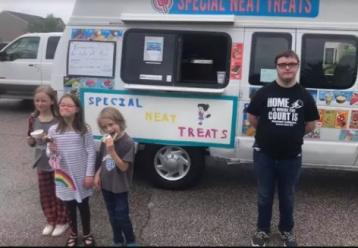 Υποκλινόμαστε σε αυτόν τον μπαμπά: Αγόρασε κινητό παγωτατζίδικο για τα παιδιά του με Σύνδρομο Down