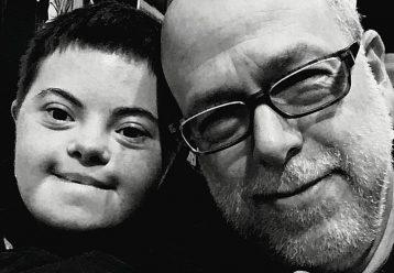 """""""Είμαι επίσημα ο πιο περήφανος πατέρας στον πλανήτη"""": Η κόρη του με σύνδρομο Down μόλις αποφοίτησε από το Πανεπιστήμιο!"""