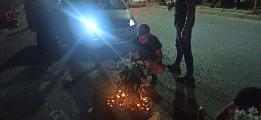 """Θλίψη και πόνος στη κηδεία του 17χρονου Ματθαίου που """"έσβησε"""" στην άσφαλτο - Το αντίο των συμμαθητών του"""
