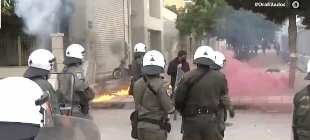 Εικόνες ντροπής στο ΕΠΑΛ Σταυρούπολης: Μάχη με πολιτική χροιά μεταξύ μαθητών και κουκουλοφόρων (video)