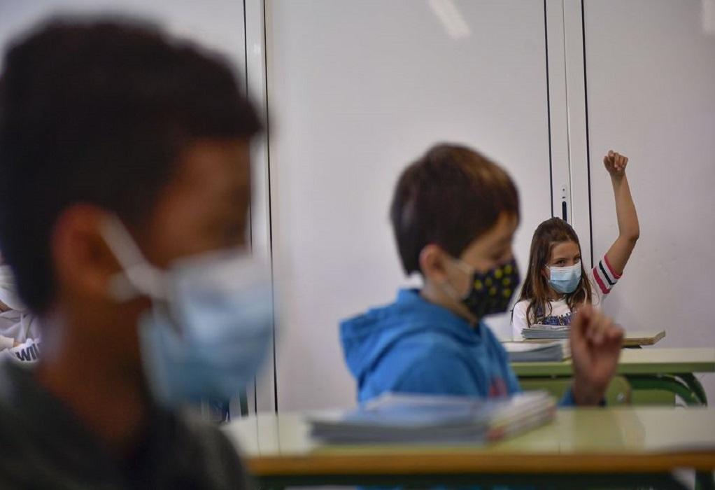 """""""Τα Δημοτικά θα είναι πρόβλημα"""": Οι ειδικοί ανησυχούν για το άνοιγμα των σχολείων και κρούουν το καμπανάκι"""