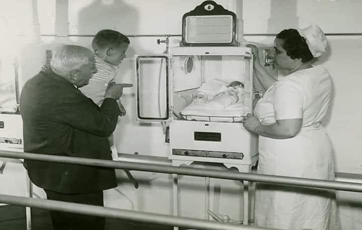 Ο άνθρωπος που έσωσε μία γενιά πρόωρων μωρών κάνοντας τις… θερμοκοιτίδες αξιοθέατο