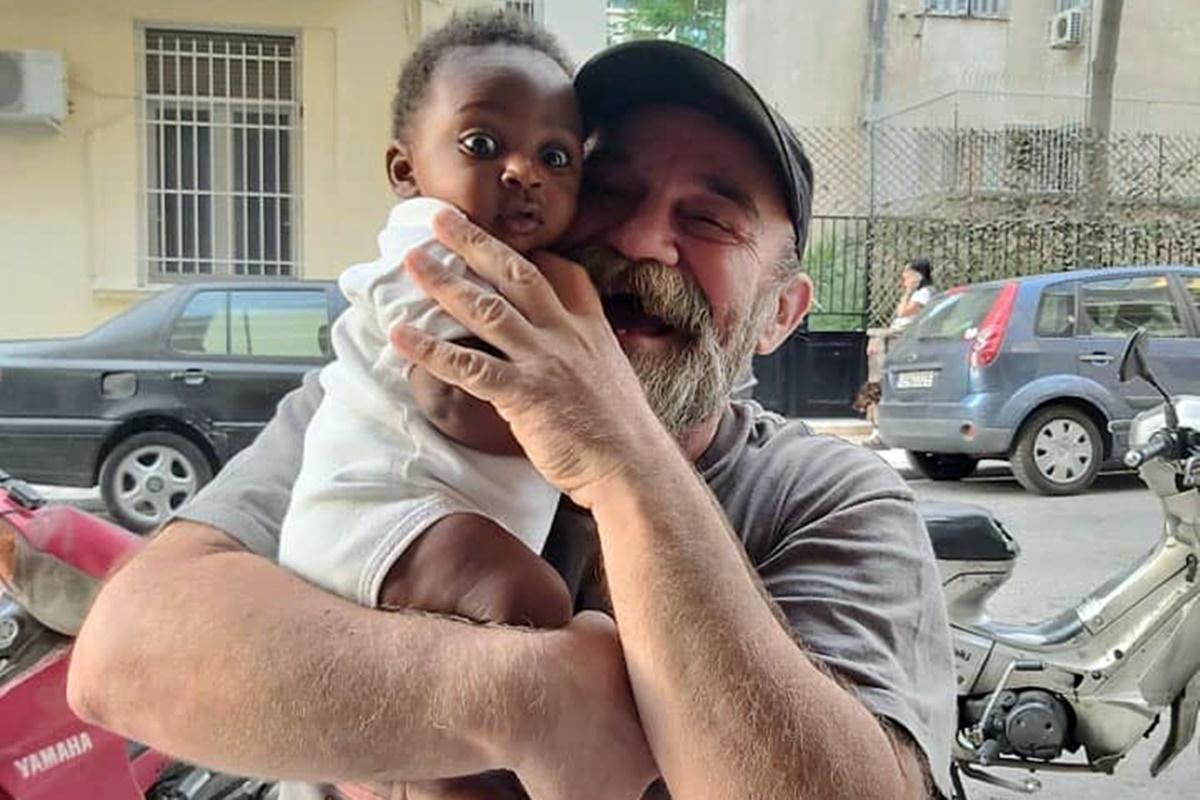 "O ""Άλλος Άνθρωπος"" μοιράζει σχολικά είδη σε παιδιά από όλο τον κόσμο"