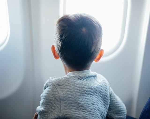 Πώς θα ταξιδεύουν στο εξής με αεροπλάνο τα παιδιά από 4 ετών;