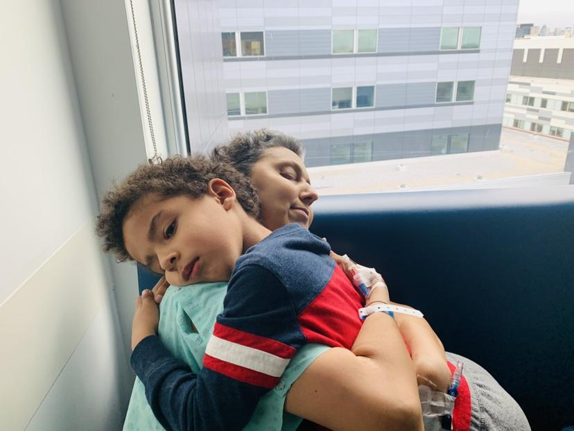 Μητέρα σε τελικό στάδιο καρκίνου μιλά για τις τελευταίες της μέρες με τον 6χρονο γιο της (εικόνες+video)
