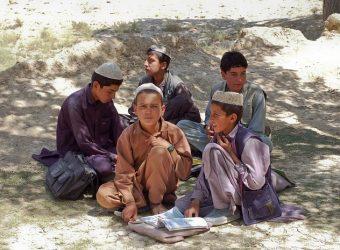 Οι Ταλιμπάν απέκλεισαν όλα τα κορίτσια από το Γυμνάσιο και το Λύκειο