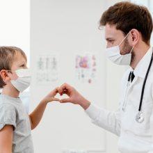 """Παιδίατρος ξεσπά: """"Γιατί εμβολιασμένος γονιός πρέπει να κάνει rapid test για να εξετάσει ο γιατρός το παιδί του;"""""""