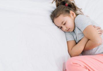 Ο παιδίατρος ενημερώνει: Αυτή η ίωση είναι σε έξαρση και ταλαιπωρεί τα παιδιά αυτές τις μέρες