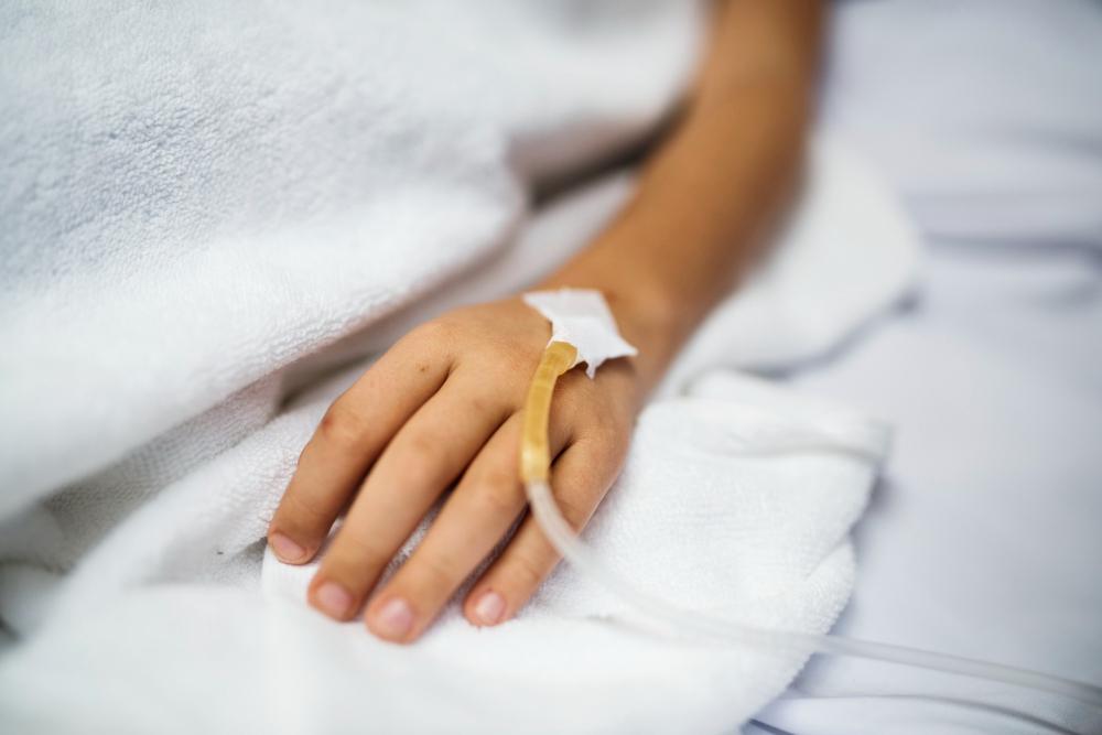 Σε κρίσιμη αλλά σταθερή κατάσταση συνεχίζει ο 6χρονος Φώτης να νοσηλεύεται διασωληνωμένος στη ΜΕΘ Παίδων του Πανεπιστημιακού νοσοκομειου της Πάτρας μετά τον σοβαρό τραυματισμό του το μεσημέρι της Κυριακής όταν έπεσε πάνω στα προστατευτικά κιγκλιδώματα στην οδό Μαιζώνος ένα όχημα κάρτ, από αυτά που συμμετείχαν στο pick της Πάτρας.