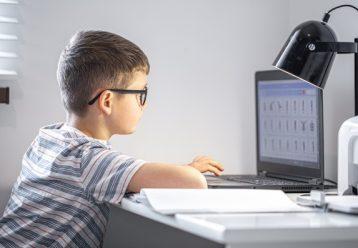 Ξεκίνησε ο Γ' κύκλος «Ψηφιακής Μέριμνας» - Πώς θα αποκτήσει το παιδί σας δωρεάν υπολογιστή για τηλεκπαίδευση