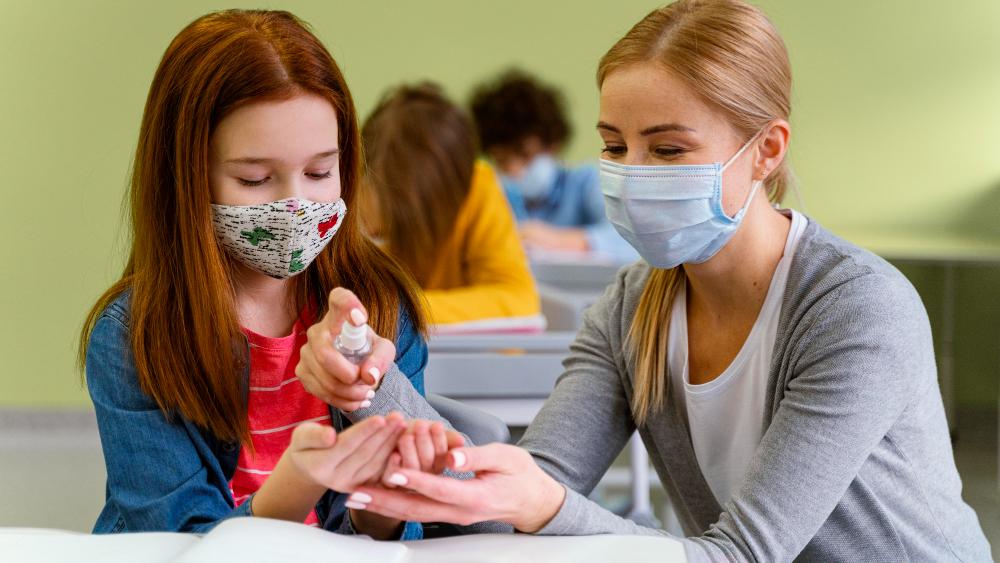 Πανεπιστήμιο Αθηνών: Σημαντικά τα τακτικά τεστ για SARS-CoV-2 στα σχολεία - Τι έδειξε η μελέτη