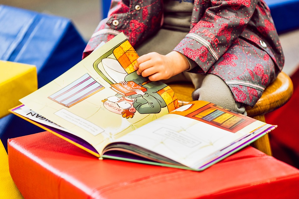 Ως πότε θα μεγαλώνουμε μορφωμένα αμόρφωτα παιδιά; H άβολη διαπίστωση ενός παιδιάτρου