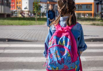 Όχι, δεν θα πάρω καινούργια τσάντα στο παιδί μου και η κασετίνα του περσινή θα είναι..