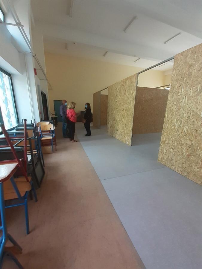 """Γονείς καταγγέλουν: """"Στρίμωξαν παιδιά νηπιαγωγείου σε… αίθουσα ΕΠΑΛ και το διάλειμμα γίνεται εκ περιτροπής"""""""