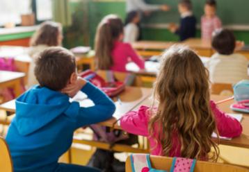 """Κυρία Κεραμέως, θα στείλουν οι γονείς τα παιδιά σε μια τάξη με κρούσματα;"""": Αντιδράσεις γονέων για το """"50+1"""""""