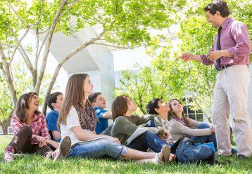 Συνεργεία εμβολιασμού στα σχολεία και μάθημα εκτός τάξης προτείνει ο Γ. Παυλάκης