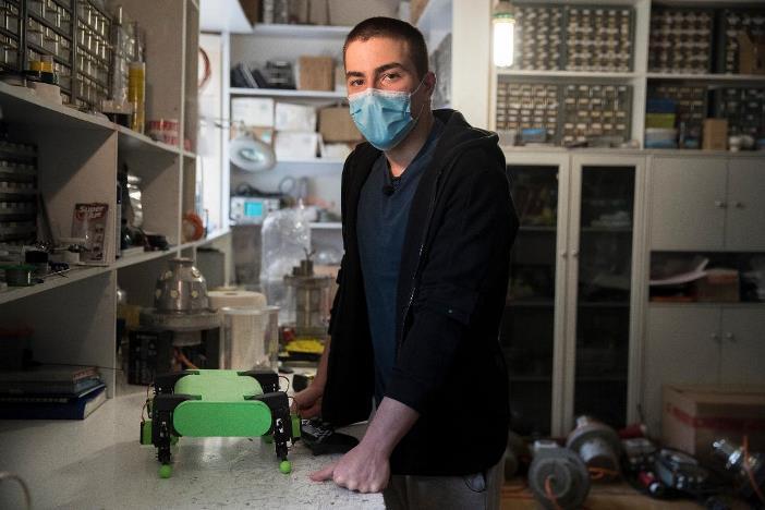 Mαθητές εφευρέτες έφτιαξαν καινοτόμα gadget για την αποκομιδή σκουπιδιών και την πρόληψη πυρκαγιών