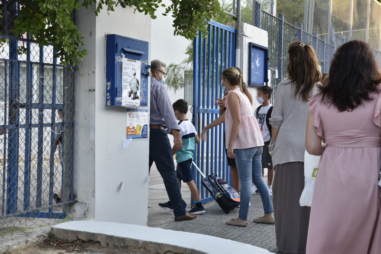 Εισαγγελική παρέμβαση για τις «επιθέσεις» αντιεμβολιαστών και αρνητών γονιών κατά εκπαιδευτικών