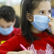 """""""Κρατήστε τα παιδιά σπίτι αν έχουν συμπτώματα. Κάντε self test. Aς συνεργαστούμε για να μην κλείσουν τα σχολεία"""""""