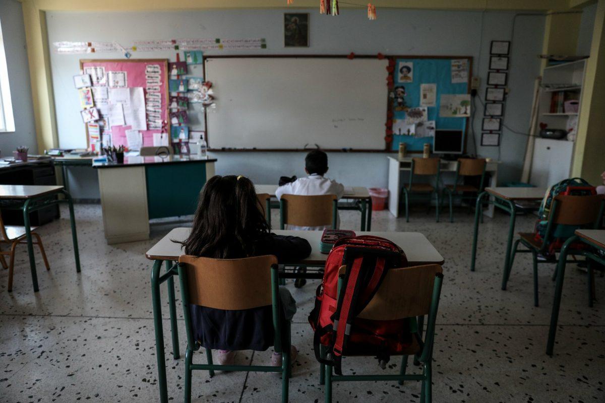 Άνοιγμα των σχολείων: Ποιοι μαθητές μπορούν να «πετάξουν» τη μάσκα – Τι ισχύει για το διάλειμμα μάσκας