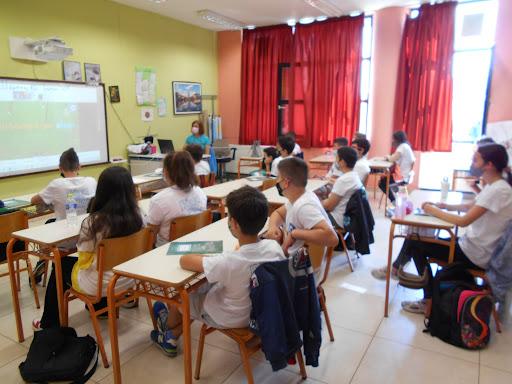 Νέο λουκέτο σε τάξη λόγω κρούσματος - Mε προληπτικές απολυμάνσεις Δήμοι πασχίζουν να κρατήσουν ανοιχτά τα σχολεία
