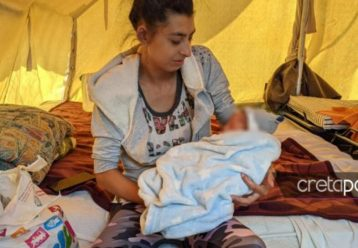 Σεισμός 5.8 Κρήτη: Οικογένεια με το 6 ημερών μωράκι της ζει σε σκηνή (φωτό)