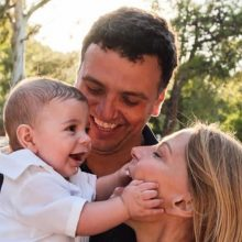 Τζένη Μπαλατσινού: Push ups με τον 10 μηνών γιο της