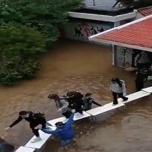 Οι μαθητές κατακεραυνούν την Κεραμέως για το πλημμυρισμένο σχολείο στη Νέα Φιλαδέλφεια