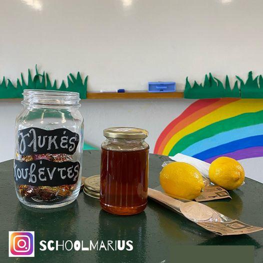 Έλληνας δάσκαλος χρησιμοποίησε σοκολατάκια, μέλι και λεμόνια για να δώσει μαθήματα ευγένειας στους μαθητές