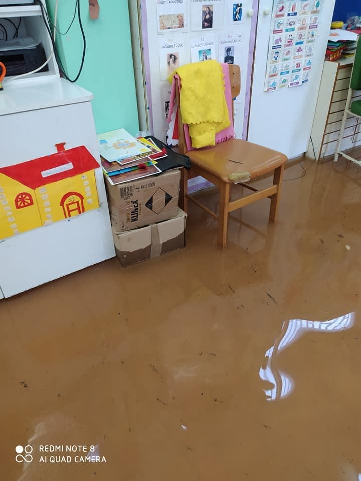 Κακοκαιρία Μπάλλος: Πλημμύρισαν Δημοτικό και Νηπιαγωγείο στη Καλλιθέα (εικόνες σοκ)