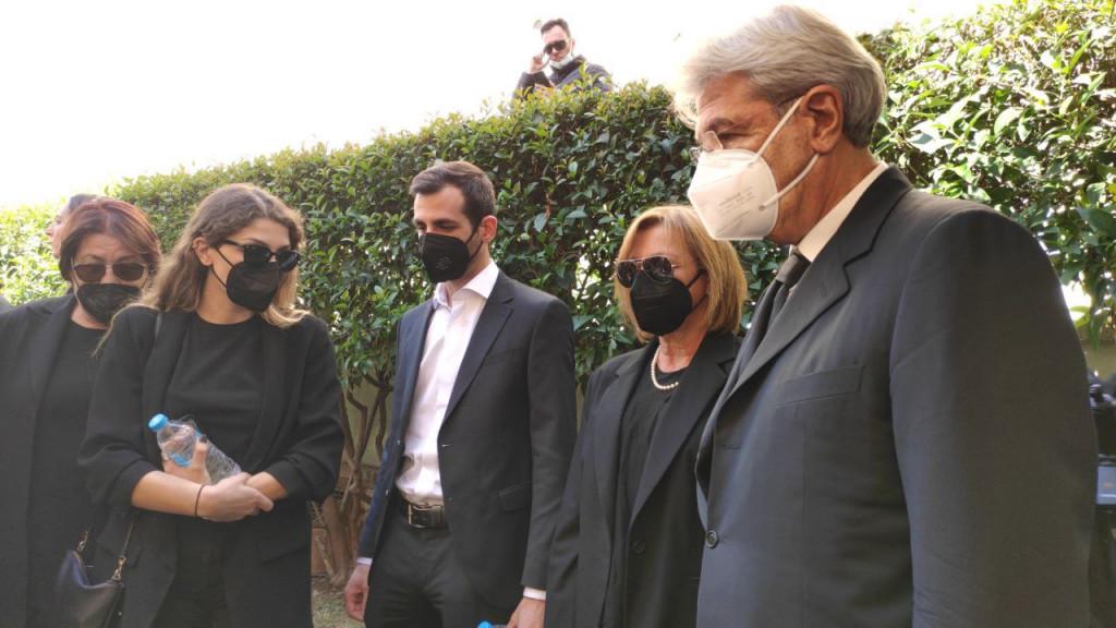 """Κηδεία Φώφης Γεννηματά: Τα παιδιά της έφτασαν στην Εκκλησία για το """"'υστατο χαίρε"""" (φωτό)"""