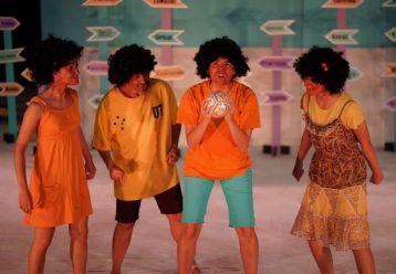«Μια μπάλα για όλους»: Η παιδική παράσταση βασισμένη στην καμπάνια A Ball For All έρχεται στο Θέατρο Αυλαία (από 17/10)