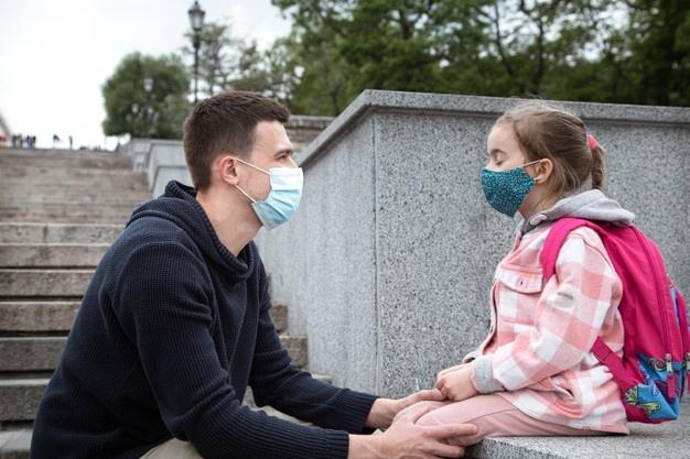 """Παιδίατρος: """"Γονείς, έμαθα ότι πετάτε τα self test των παιδιών, δεν τα κάνετε και λέτε ψέματα"""""""