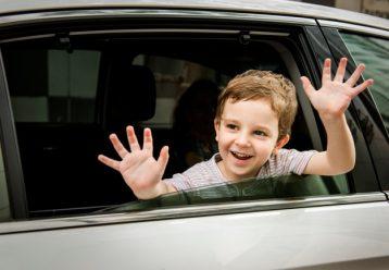 Γονείς, MHN αφήνετε τα παιδιά να παίζουν με τα ηλεκτρικά παράθυρα του αυτοκινήτου