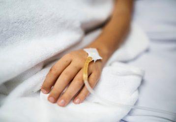 Λάρισα: Μάχη για να κρατηθεί στη ζωή δίνει ο 16χρονος που έπεσε από τον 4ο όροφο